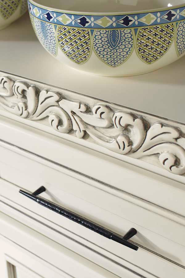 Acanthus Insert Moulding in Maple Coconut Greystone finish